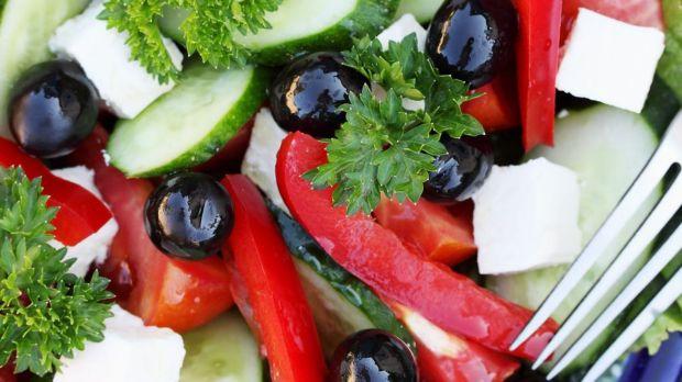 salade-grecque-feta-olive-concombre-poivron-tomate_5387919.jpg